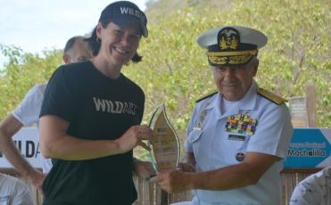 Contralmirante Jorge Cabrera, recibe reconocimiento de WildAid