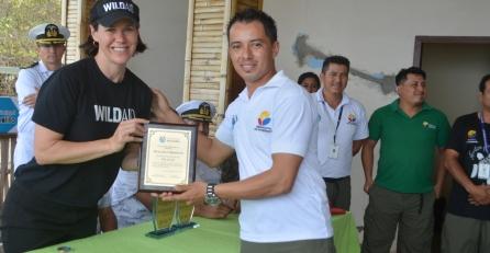 Guardaparques PNM entregan reconocimiento a WIldAid